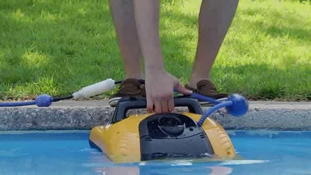 Mise à l'eau du robot